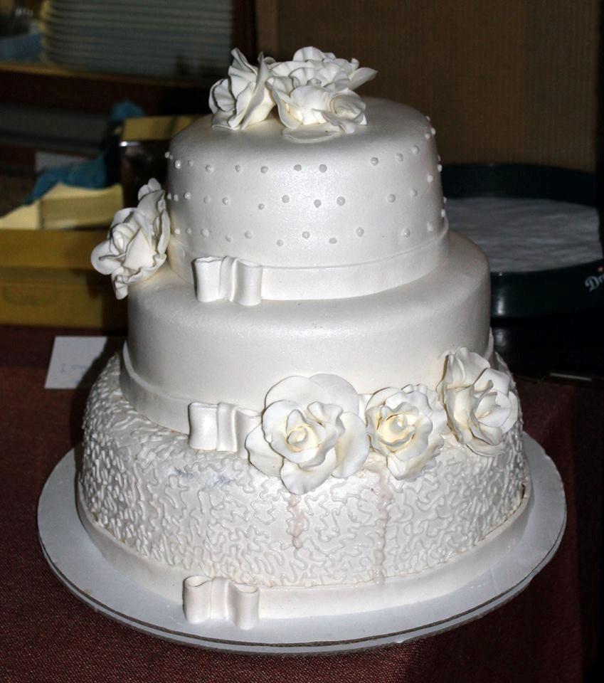 gluténmentes esküvői torta 17   Erzsébetligeti Étterem és Rendezvényház gluténmentes esküvői torta